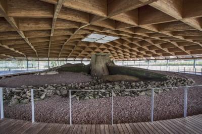 Dolmen de Dombate en Cabana de Bergantiños con su nueva cubierta