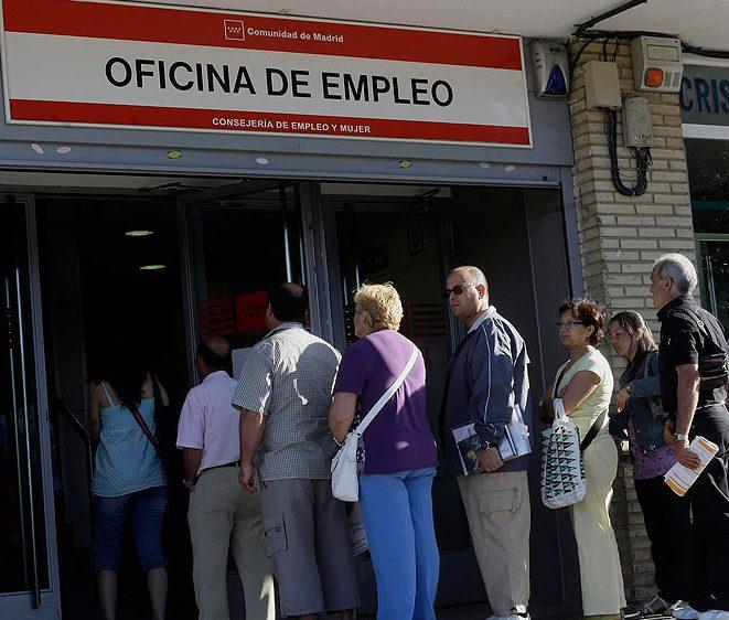 El paro cae en mayo a cifras de 2008 con 3 25 millones de for Oficina de empleo azca madrid